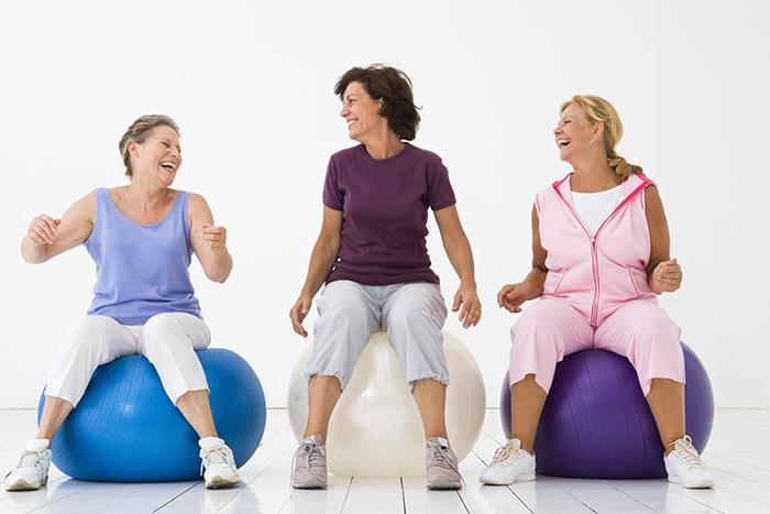 mujeres haciendo ejercicios kegel