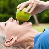 ¿Cómo afecta la menopausia a nuestra salud bucodental? Te lo descubrimos