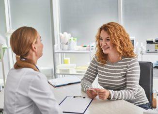 Mujer en la consulta de la ginecóloga